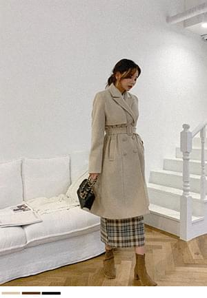 Her elegant year-end double button wool coat + belt SET