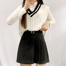 Half pleated wool skirt
