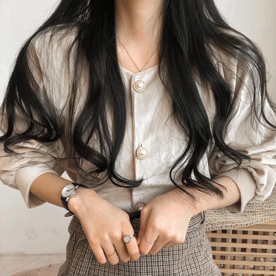 Eve V-neck buttoned blouse