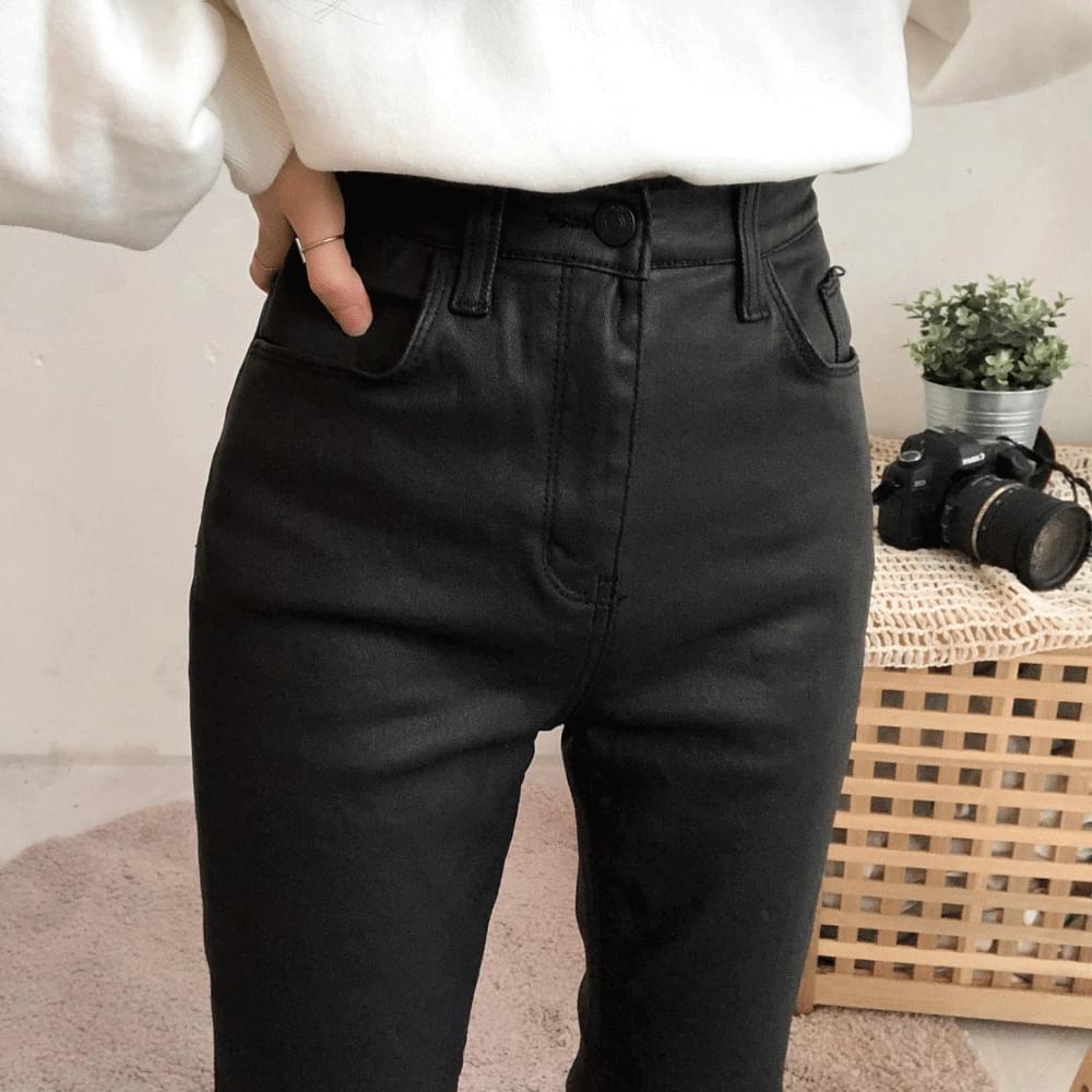 597 semi-boot cut coated pants