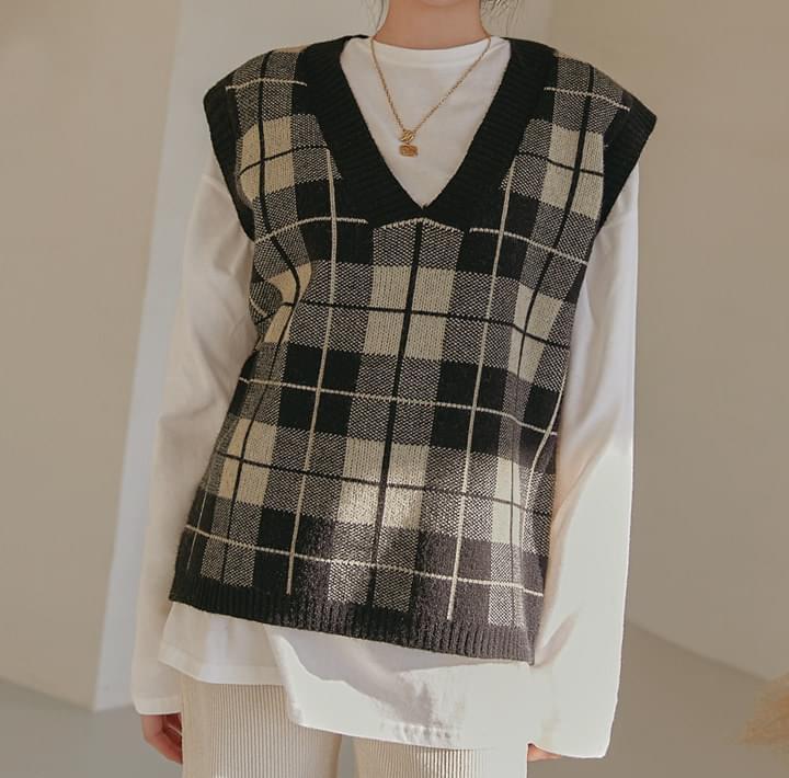Check V-Neck Knit Vest