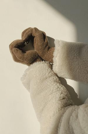 Wool knitted gloves