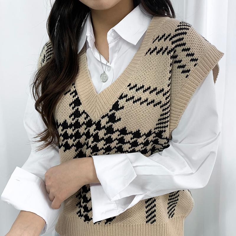 Emotional V-neck check knit vest