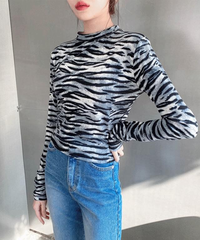 Rookie zebra warmer T-shirt