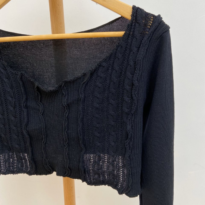 Color pretzel crop knit