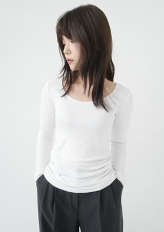 deep round fluffy tension tee