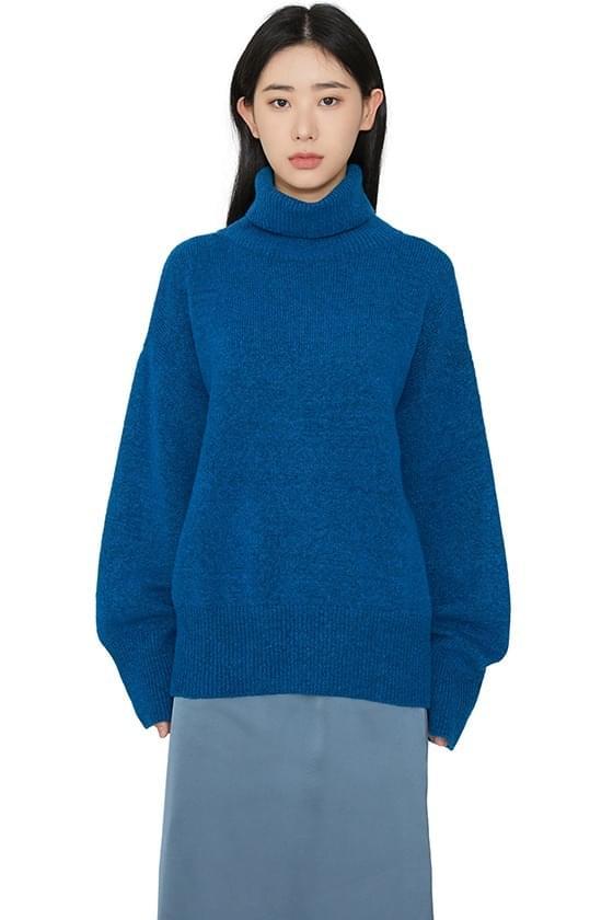 Lecoy over turtleneck knit