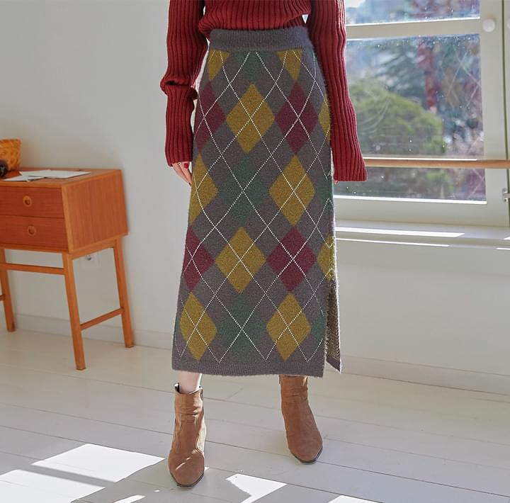 Side Slit Argyle Long Knit Skirt