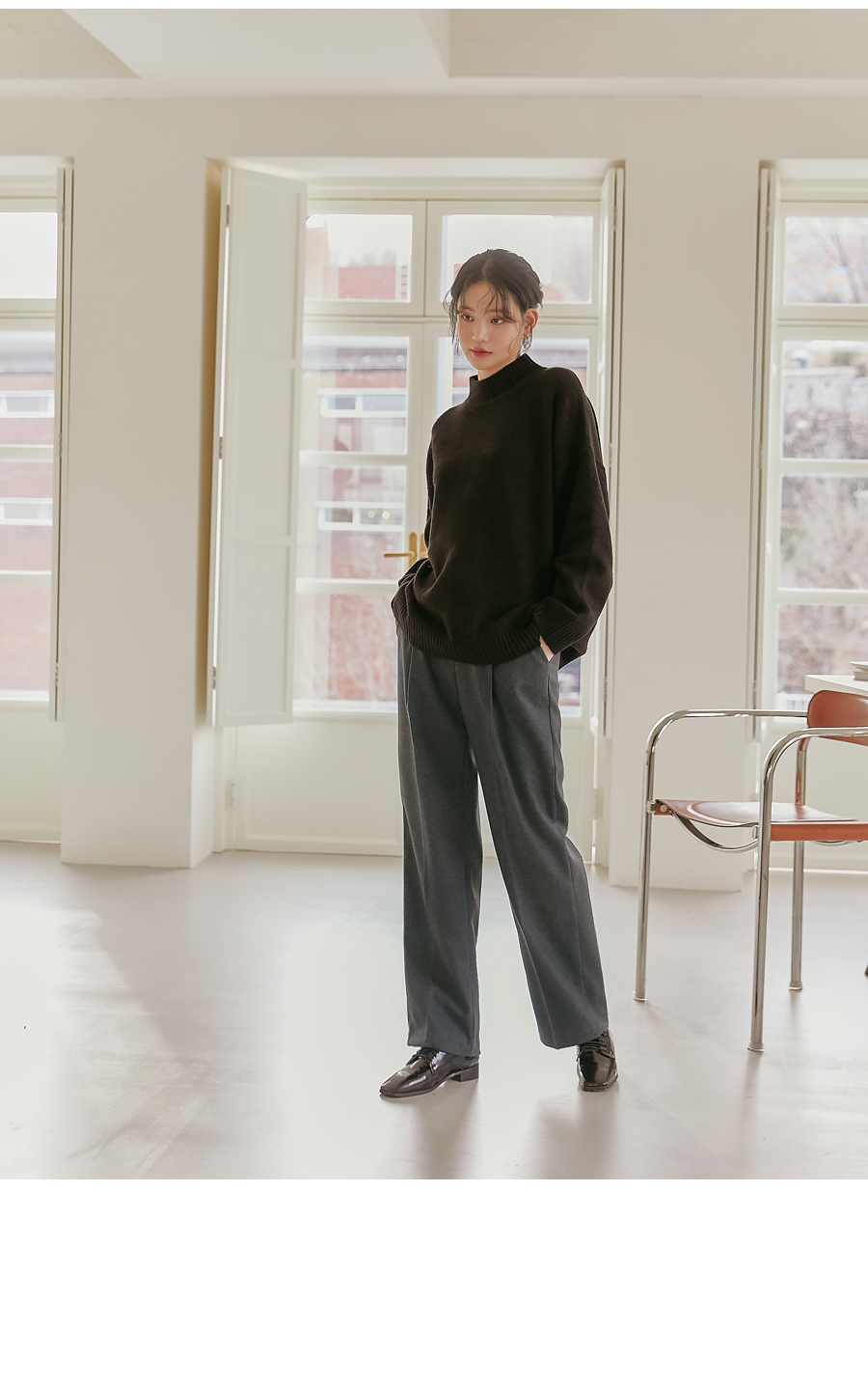 Pleat Accent Straight Slacks