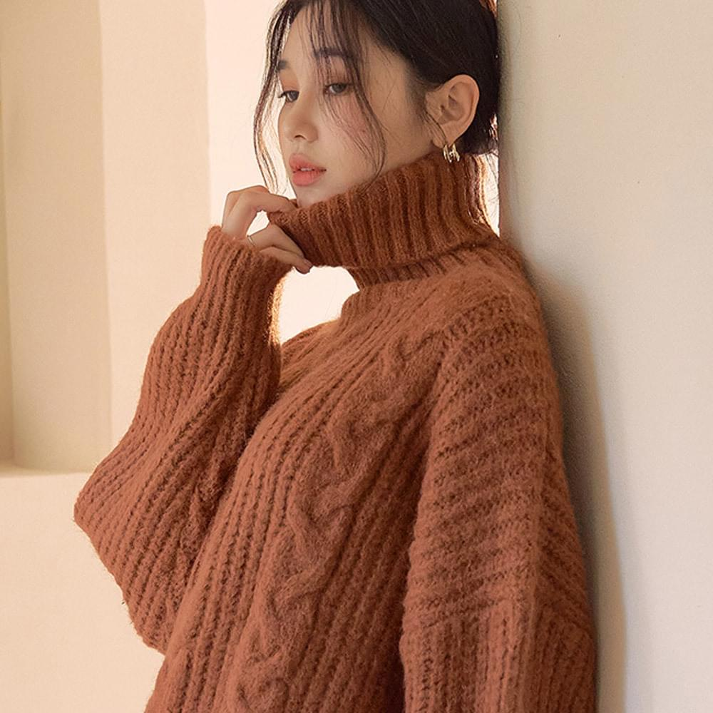 Loose Fit Turtleneck Knitted Knit