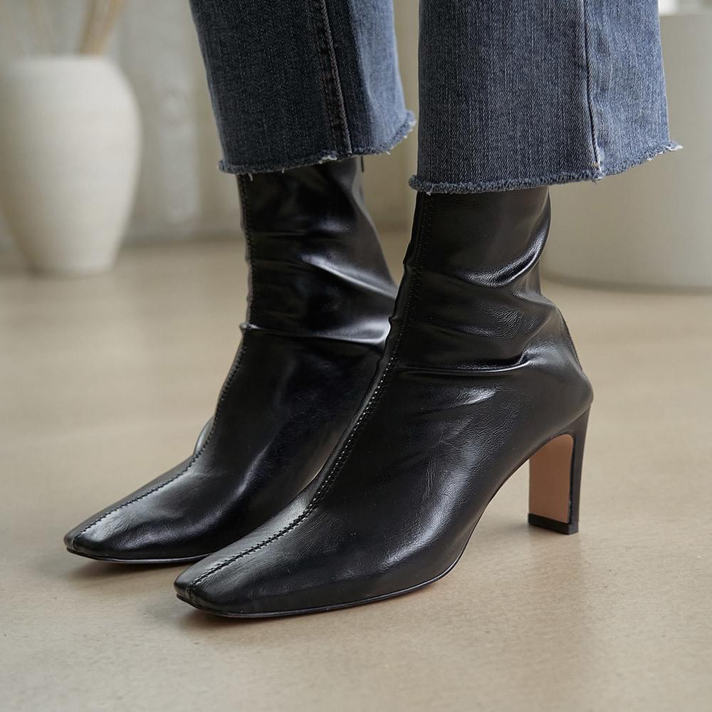 Square middle heel ankle socks