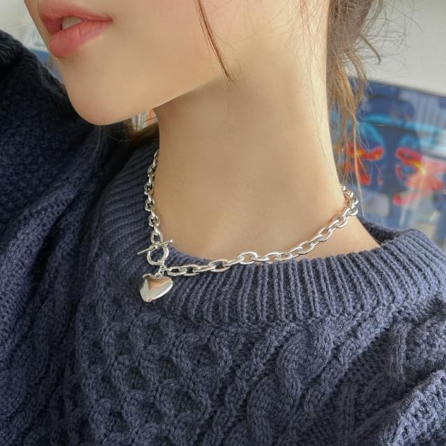 Bold chain heart pendant necklace