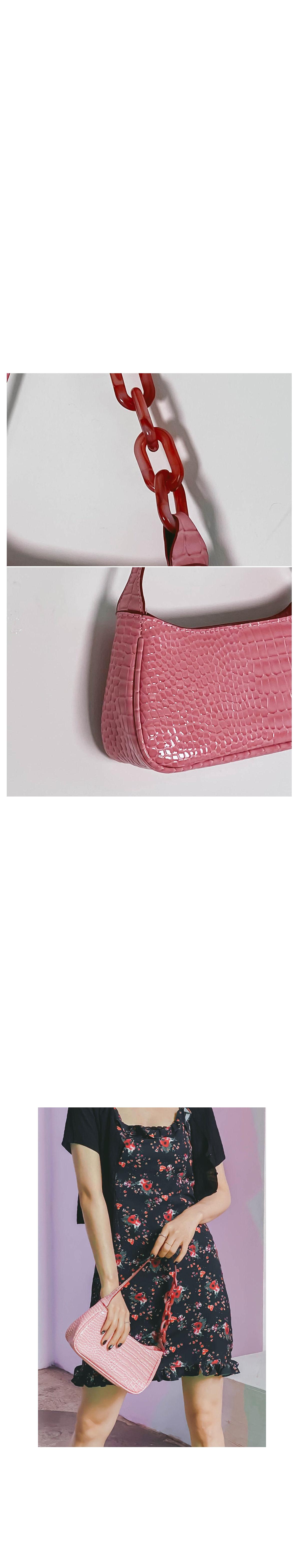 Mini chain shoulder bag