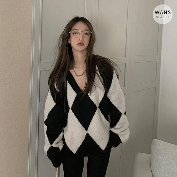 kn3503 diamond v-neck sweater knitwears