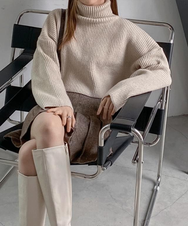 Daimun Hachi Crop Turtleneck Knitwear