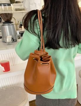Pond Leather Sling Backpack 肩背包
