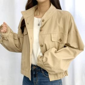 Buttoned short field jacket