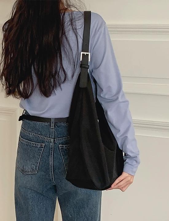 Howl shoulder bag