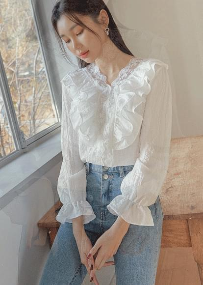 Flower frill v-neck blouse