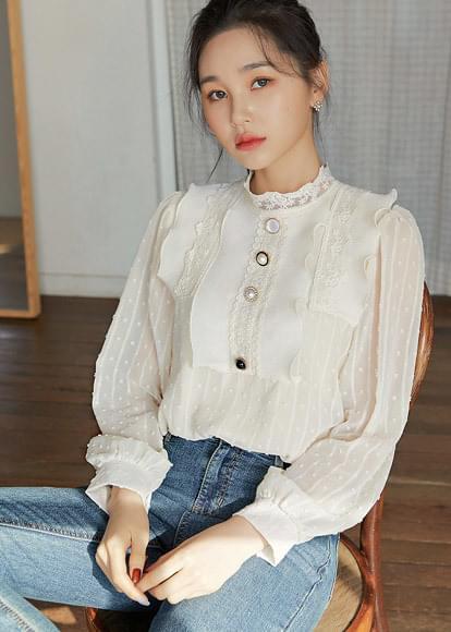 Buttonpoint lace blouse