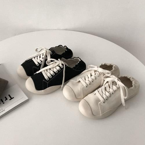 Rubber band sneakers