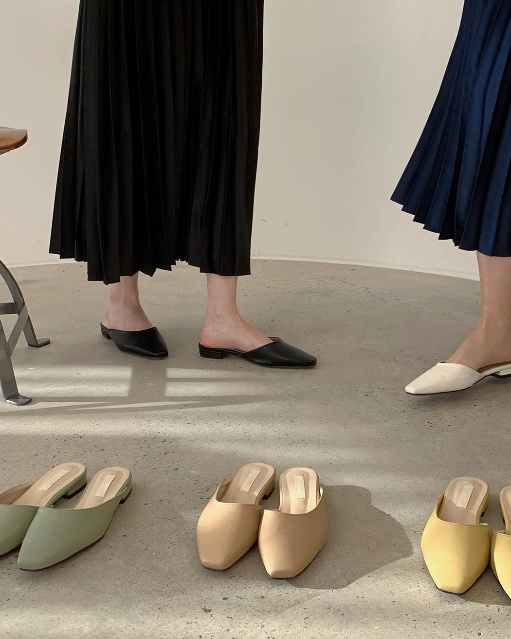Unbalanced mules shoes