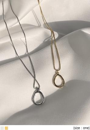 DELIAN OVAL PENDANT NECKLACE
