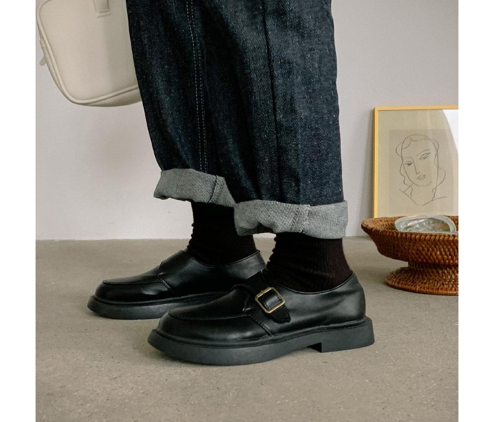 Unique belt point loafers