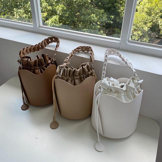 Rev soft chain bucket shoulder bag