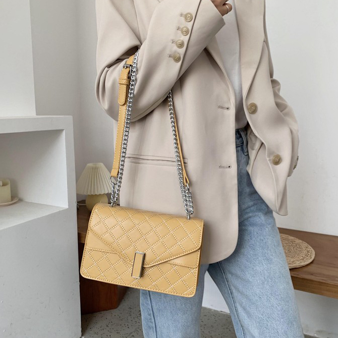 Modern chain square embroidery pattern cross-body bag