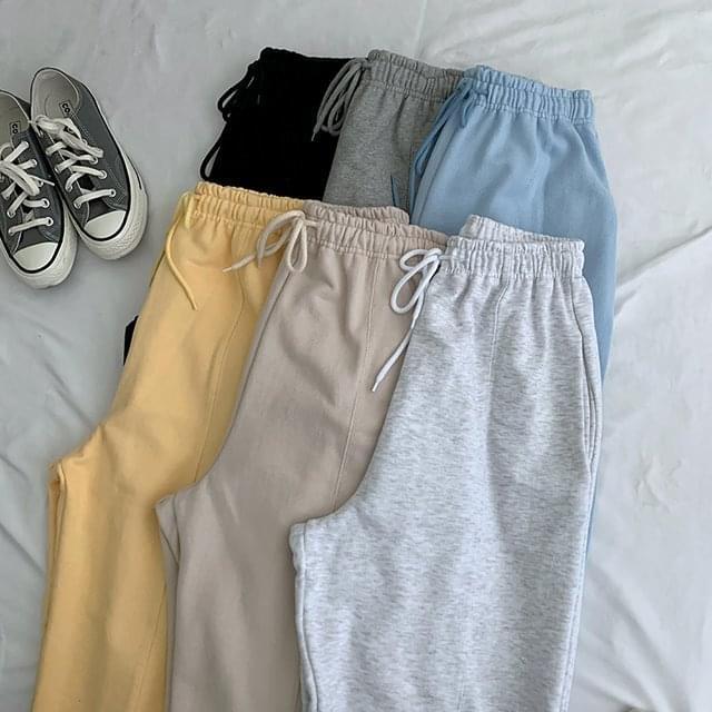 Outfit Pin Tuck Jogger Pants