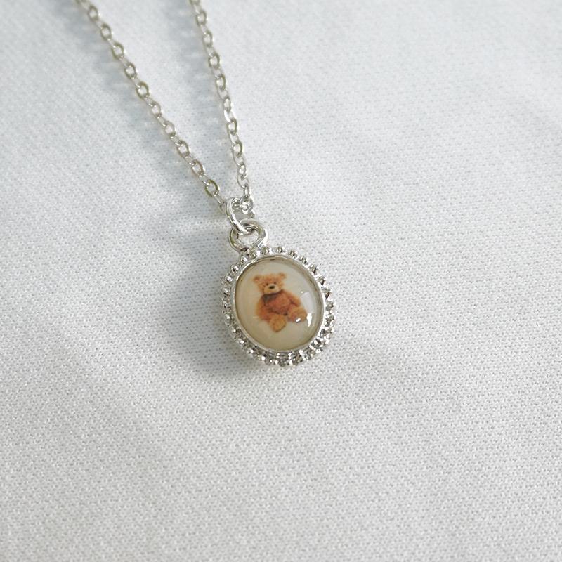 Small teddy bear necklace