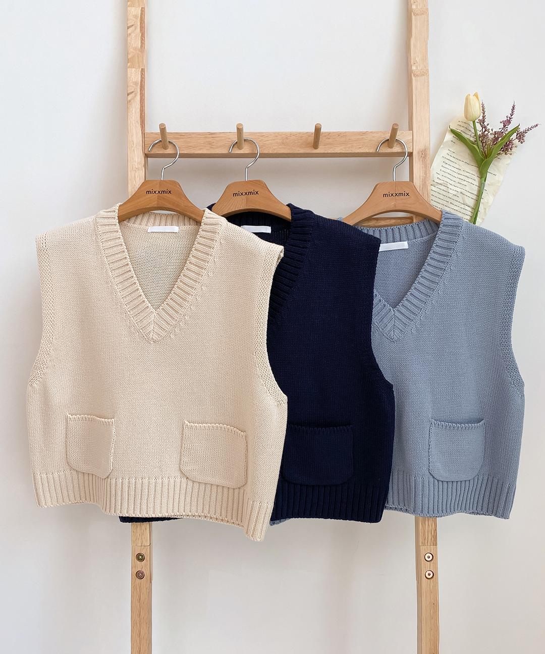 ESSAYPatch Pocket Crop Knit Vest