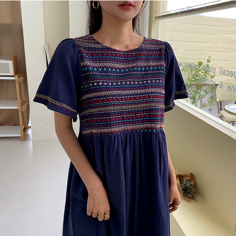 Crayon embroidery Dress