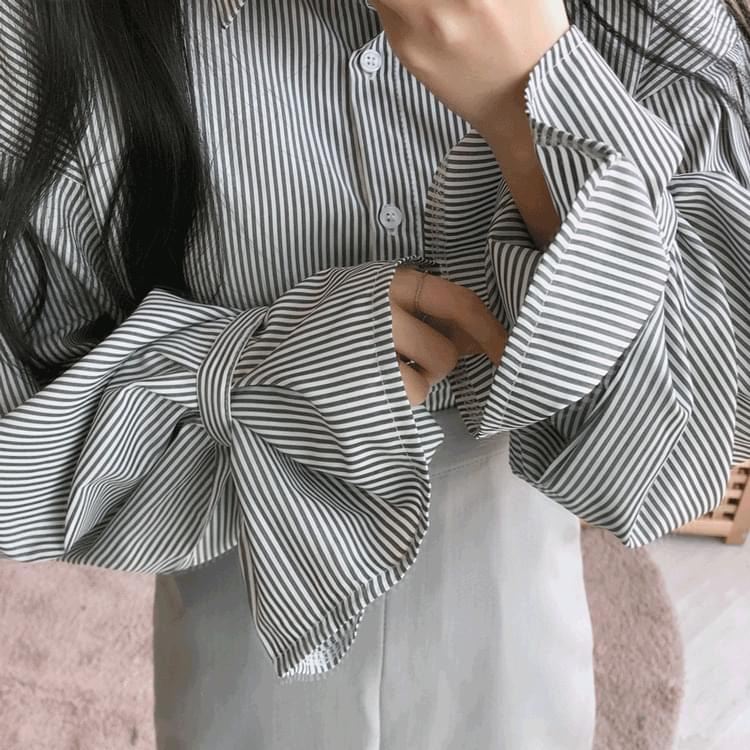 Buttoned pintuck striped shirt
