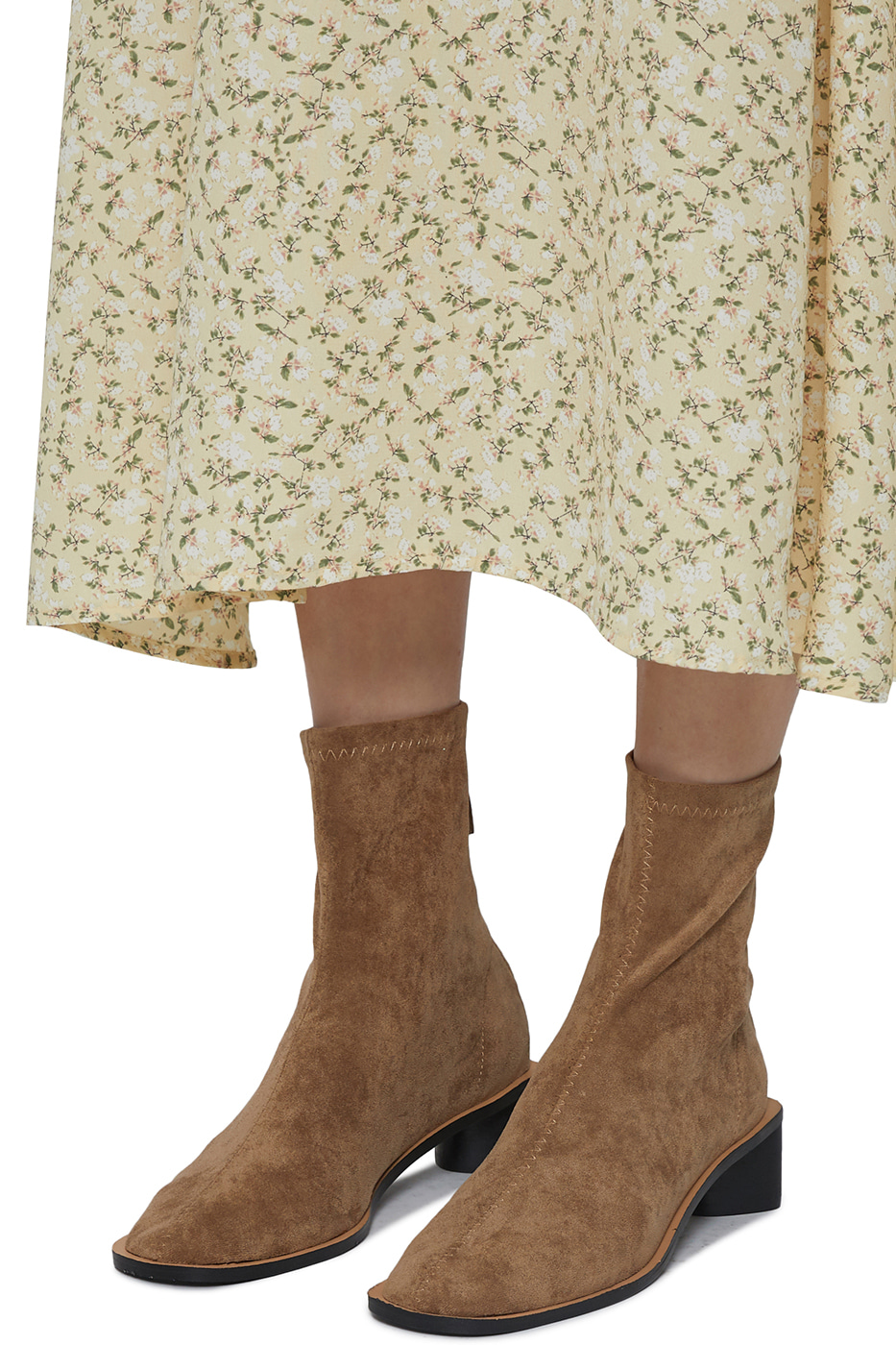 Smooth suede middle-heel ankle boots