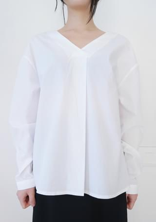 front pintuck clean blouse