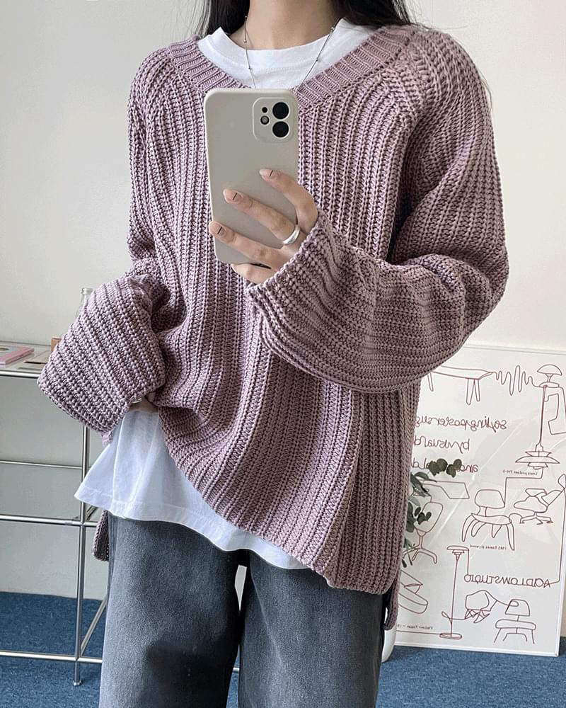 Annecy Loose-fit Hachi V-Neck Side Split Knitwear