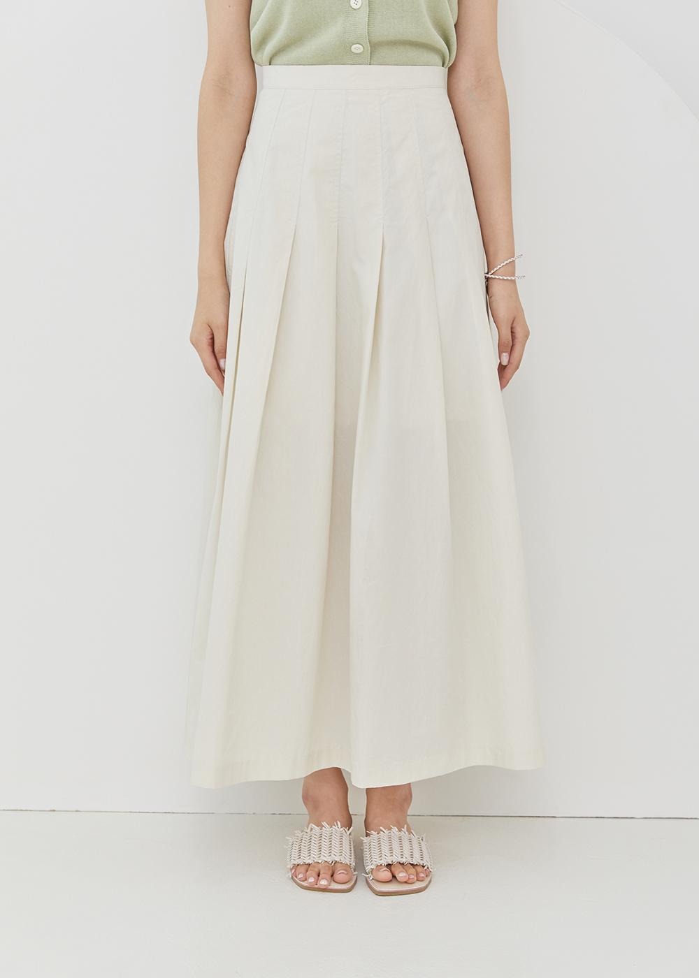 Big pleated skirt