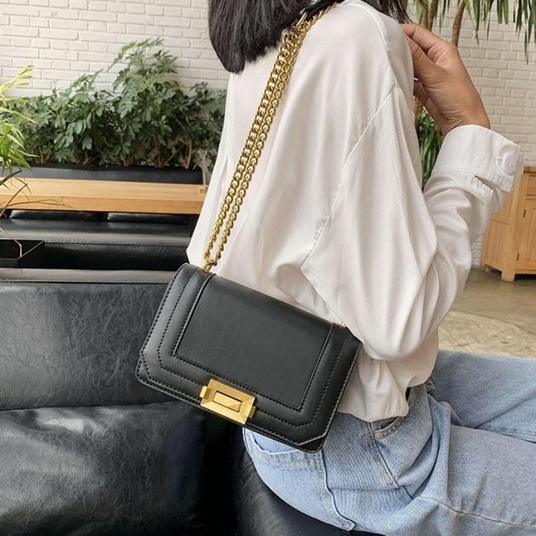 Classic square chain cross shoulder bag
