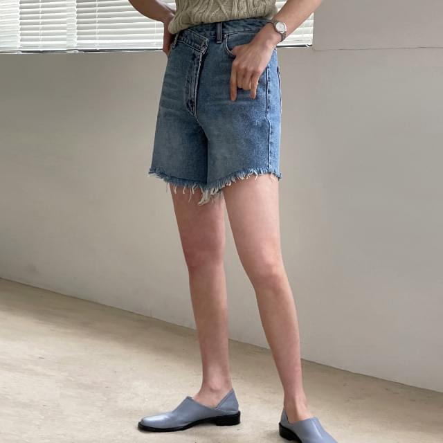 Salar Unfoot Button Denim Short Pants