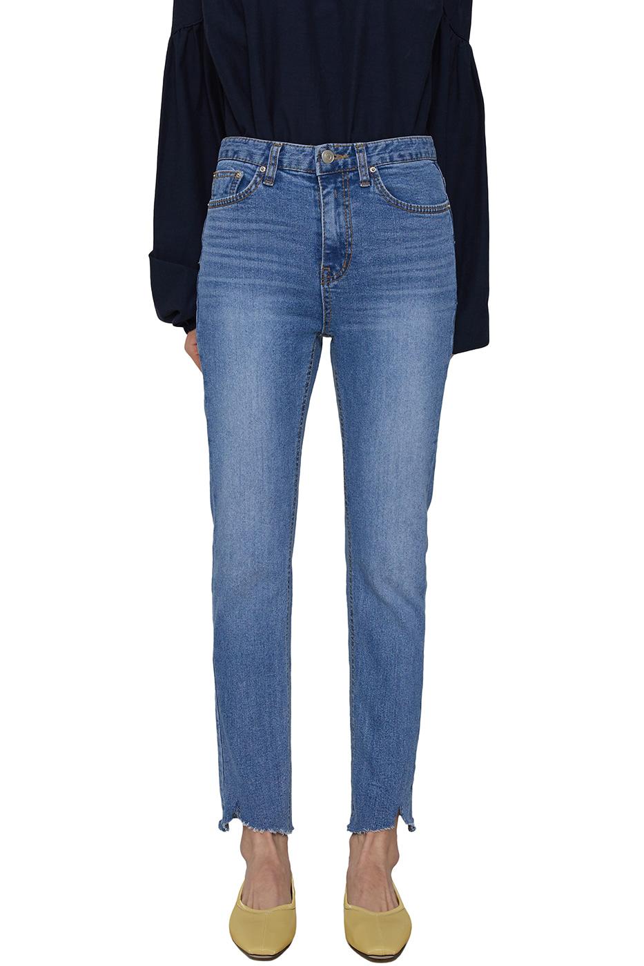 Lazy cut skinny jeans