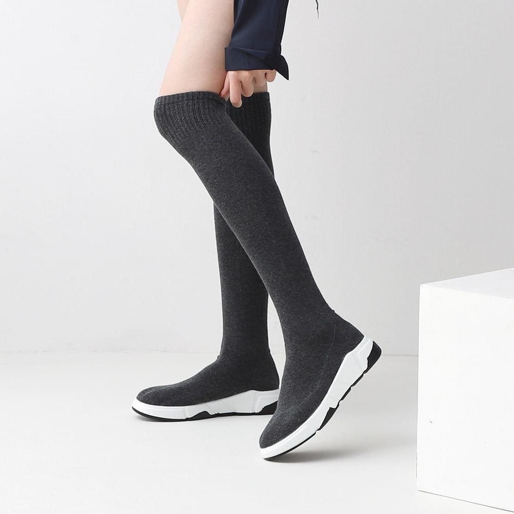 Isshu Middle & Long Sneaker Type Socks Boots 10839