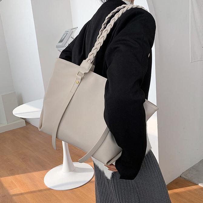 Merah Classic twist-string tote shoulder bag
