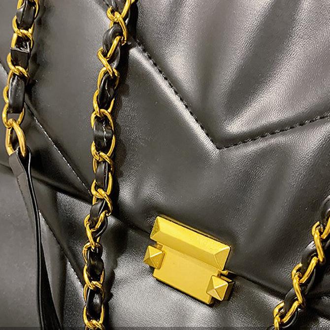 Merah diagonal pattern chain shoulder bag
