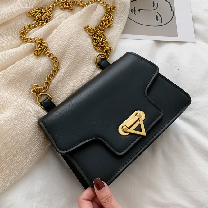 EL triangular button gold chain crossbody bag
