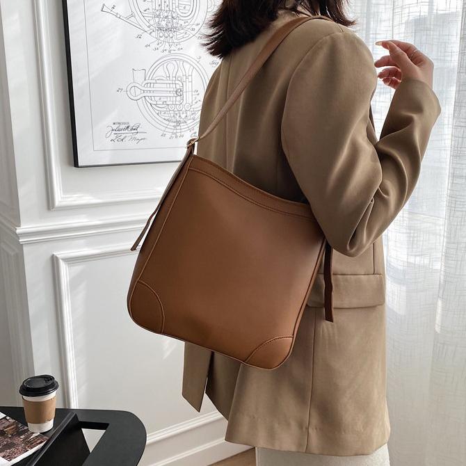 Ranche Retro Bucket Line Shoulder Bag