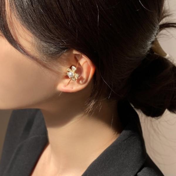 Pearl Flower Crawler Hook Earrings