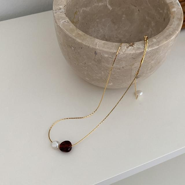 Pearl Pendant Point Necklace