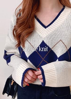 Artis Argyle V-Neck Knitwear